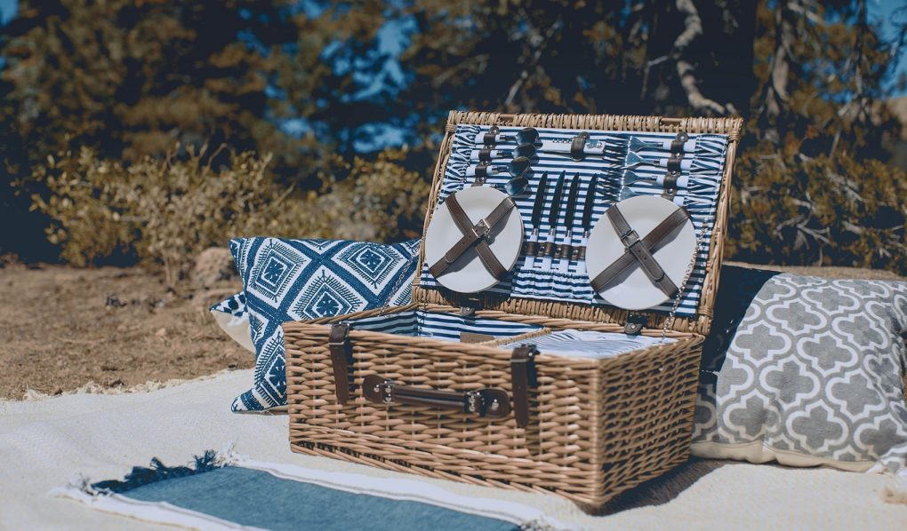 Wicker Shopping Picnic Hamper Basket with Fold Flat Handles /& Lining Easter Xmas