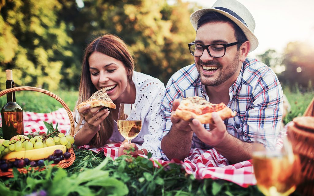 What To Bring On A Picnic Date