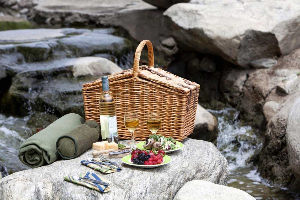 picnic baskets with blanket