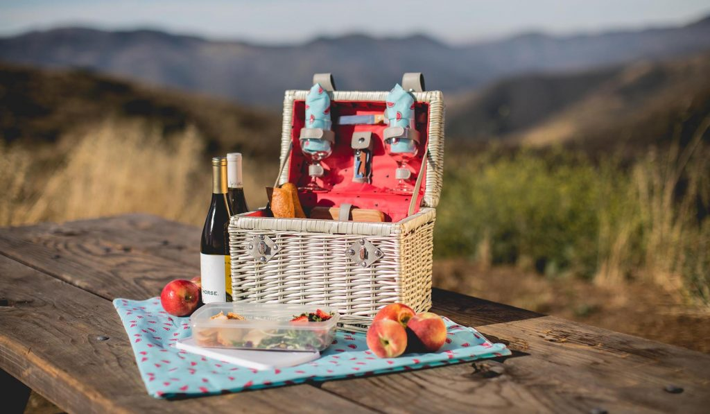 white picnic baskets