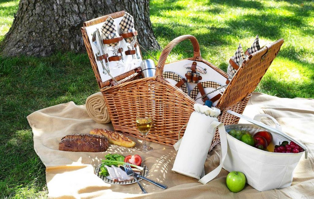 picnic set for two with accessories