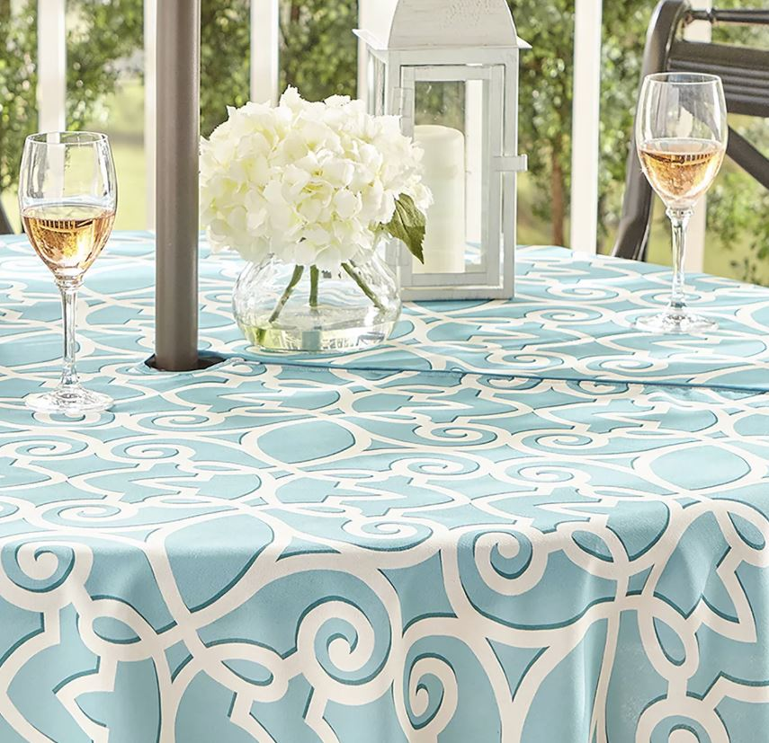 zippered tablecloth for outdoor table with umbrella