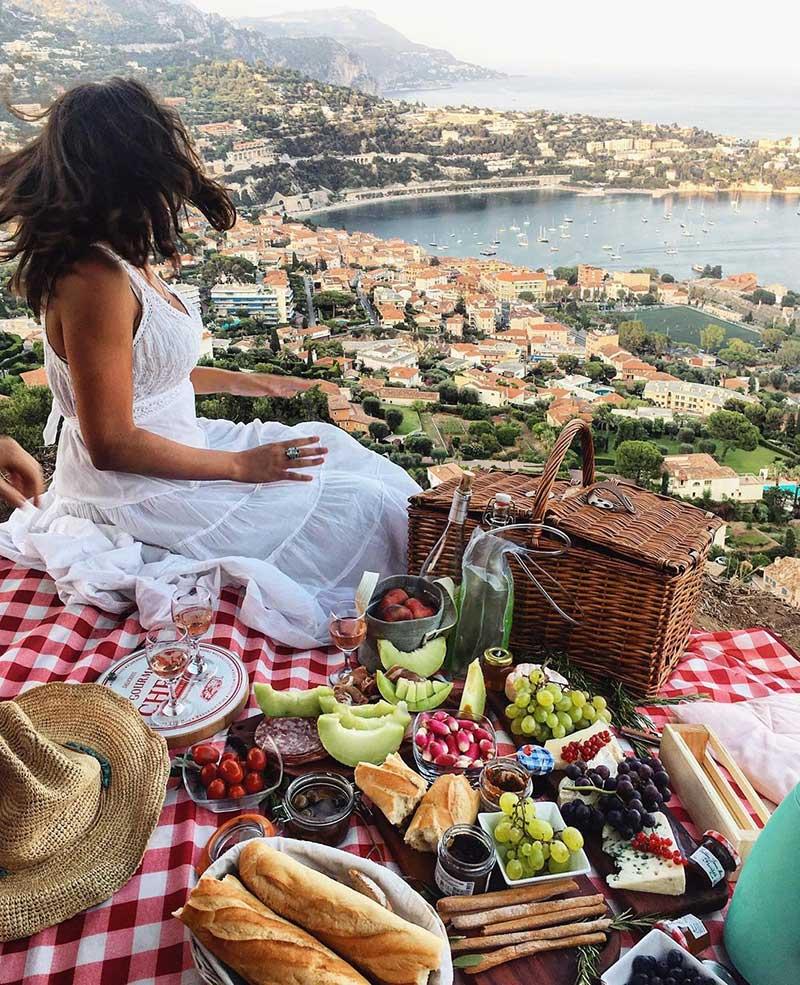 checkered picnic blanket