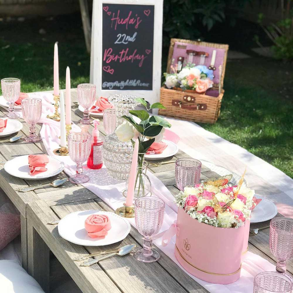 flowers decor picnic table