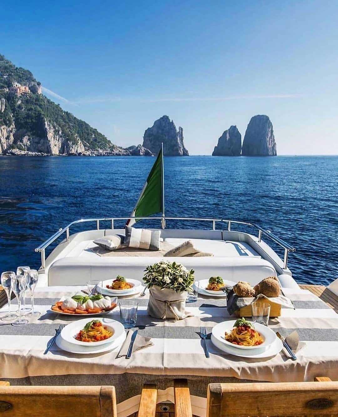 boat dining setup